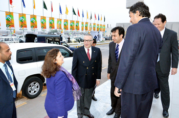 US Charge DAffairs Ambassador & US Consul General Lahore being welcomed by SGMO & AGM of The DAWN Media Group at the expo & conference 2012
